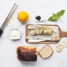 Mantequilla aromatizada con naranja, ajo negro y albahaca